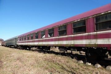 Alte Waggons auf Abstellgleis, Eisenbahnwaggons, Zug