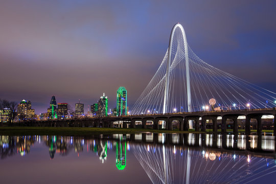 Margret Hunt Bridge over the Trinity River Dallas, Texas .