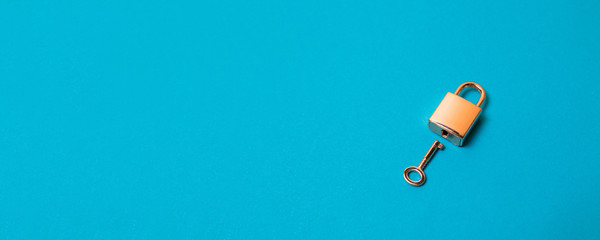 The top view shot of padlock and key on background Fototapete