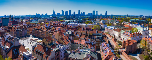 Skyline Warsaw with old town. Warsaw, Poland Old town market square with street during sunny day Fototapete
