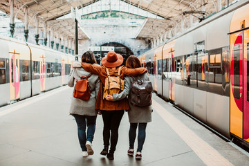 .A group of young friends waiting relaxed and carefree at the station in Porto, Portugal before catching a train. Travel photography. Lifestyle. Fotomurales