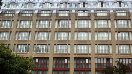 Fensterfront - alles nur Glas, Hochhaus in der Stadt
