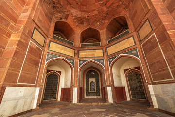 Fototapete - Humayun Tomb Delhi red sandstone architecture interior structure. Humayun Tomb is a UNESCO World Heritage site