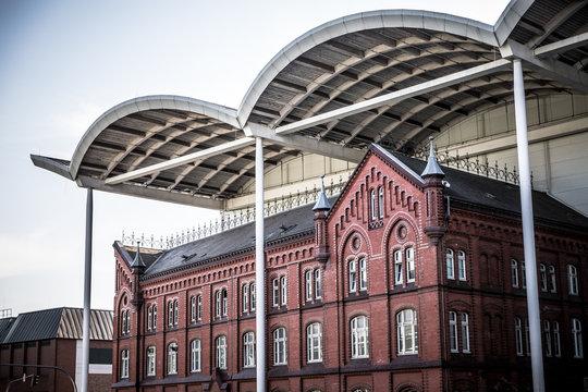 Architektonischer Gegensatz in Hamburg
