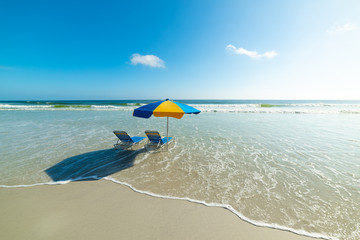 Beach chairs and parasol in Daytona Beach Fotomurales