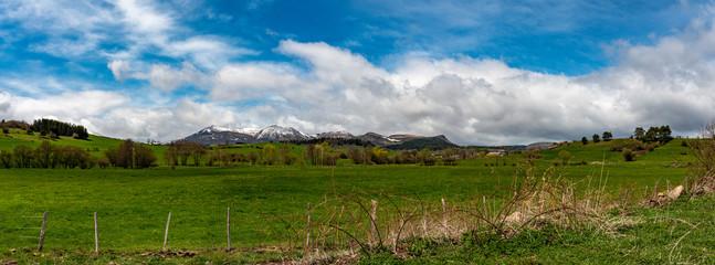nuages sur les monts d'Auvergne