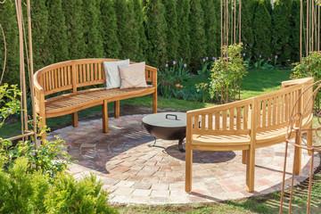Gemütlicher Ort im Garten zum Lesen, Entspannen und für gemütliche Abende an der Feuerschale
