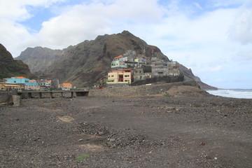 Schmale Küstenstraße in Ribeira Grande, Santo Antao, Kap Verden