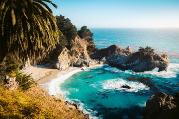Foto auf Leinwand Wasserfalle McWay Falls at sunset, Big Sur, California, USA