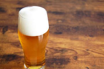 グラスの注がれたビール