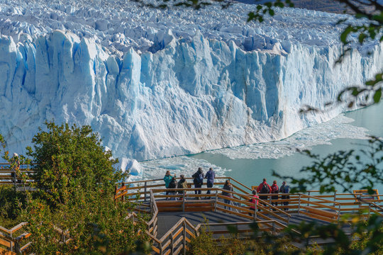 Tourists in walkways looking at Perito Moreno Glacier and Lago Argentino in El Calafate, Argentina