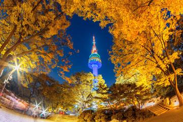 Cadres-photo bureau Seoul Fall color change in Seoul and N seoul tower in autumn at night, Seoul city, South Korea