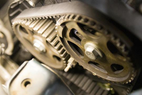 Serpentine belt engine mechanism