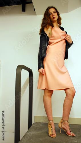 outlet store 9a79d f2897 bella ragazza in abito elegante