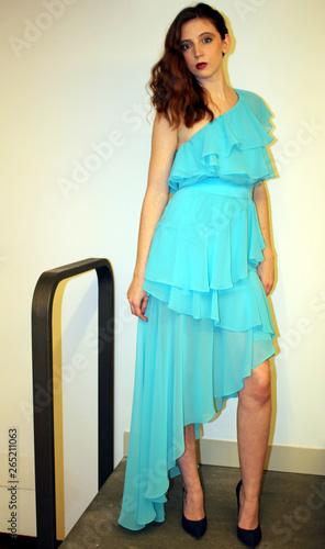 more photos 56a78 4bc53 bella ragazza con vestito azzurro