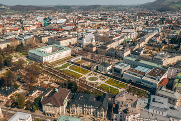 Papiers peints Cracovie Beautiful view of famous Mirabell Gardens in Salzburg