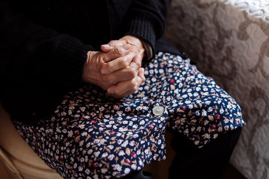 Detail of hands of elderly woman with osteoarthritis