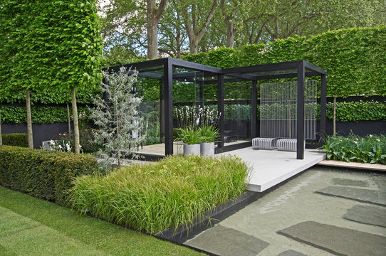 A cool modern garden with some Scandinavian style and a water feature