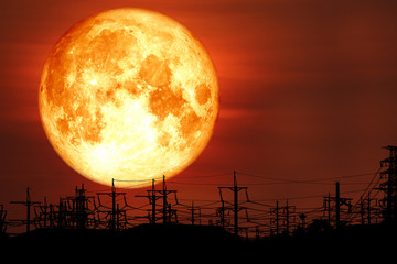 Fond de hotte en verre imprimé Rouge mauve super milk blood moon back on silhouette electric pole on night sky