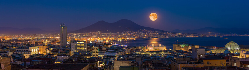 Photo sur Plexiglas Naples Full moon rises above Mount Vesuvius, Naples and Bay of Naples, Italy