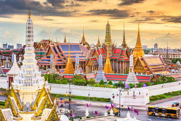 Fototapete - Bangkok, Thailand at the Temple of the Emerald Buddha and Grand Palace