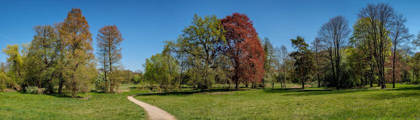 Gesamtkunstwerk Landschaftsgarten: Der Lenné-Park  in Dahlwitz bei Berlin im Frühling - Panorama aus 9 Einzelbildern