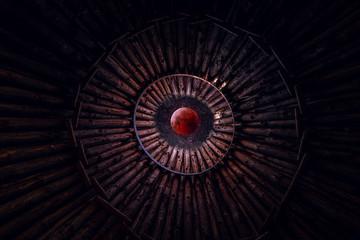Blutmond, Vollmond mit Sternenhimmel. Blick aus einem Holz Tipi
