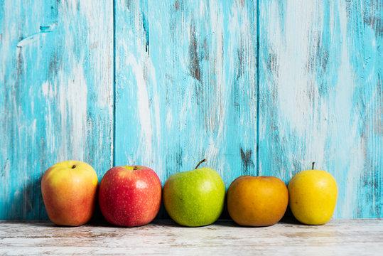apples of different varieties