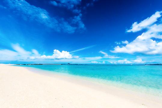 沖縄の海 Beautiful beach in Okinawa. Illustration of Anime style.