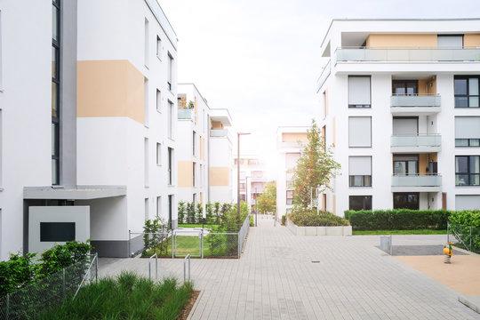 Architektur Neubau, Wohnungen im Neubaugebiet