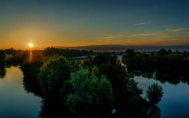 Blick auf den Main bei Sonnenaufgang