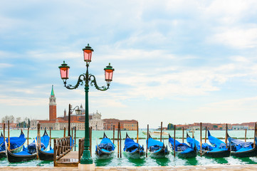 Foto op Plexiglas Gondolas Beautiful promenade of the Grand canal near San Marco square in Venice, Italy.