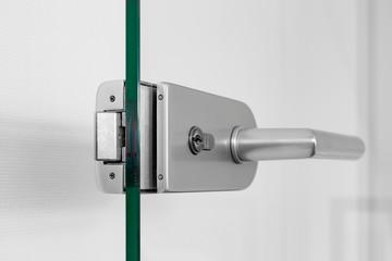 Glastür Tür mit Metallgriff