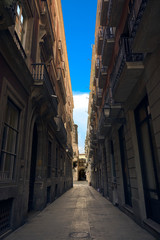 Keuken foto achterwand Smal steegje Bridge between buildings in Barcelona