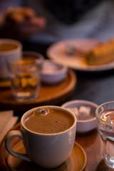 Poster Chocolate türkischer Kaffee mit Konfekt Detailaufnahme