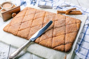 Preparation of shortbread cookies with cinnamon.