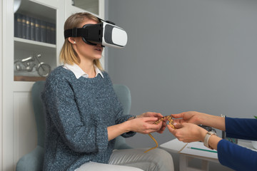 Female patient with vr goggles defeating her reptile phobia
