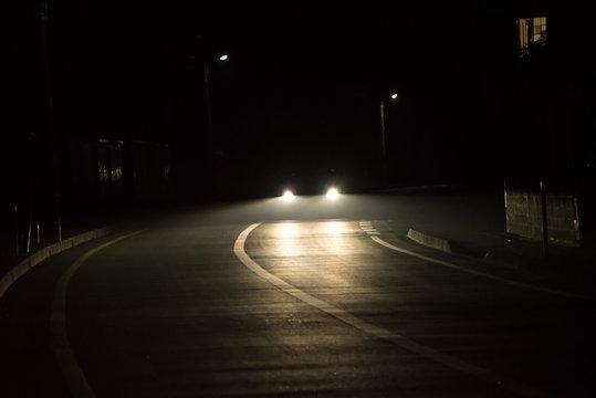 夜の対向車