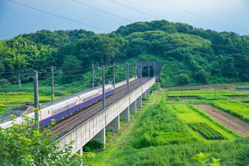 Montage in der Fensternische Eisenbahnschienen 東北新幹線 やまびこ 上り