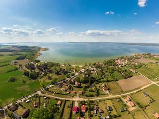 Widok z lotu ptaka na jezioro Śniardwy oraz Nowe Guty