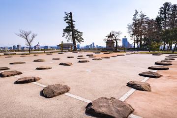 青葉城本丸大広間礎石と伊達政宗公騎馬像