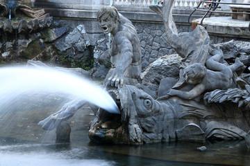 Tritonen Brunnen an der Königsallee in Düsseldorf