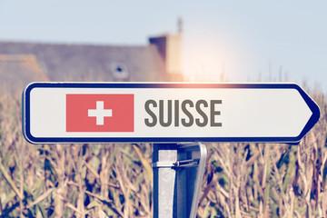 Ein Schild zeigt auf die Richtung Schweiz