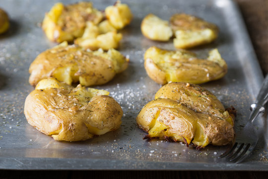 Crushed baked potatoes with spices