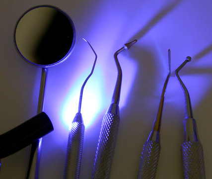 uv light to sterilize medical tools