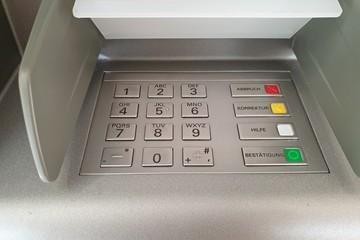 Die Tastatur eines Geldautomaten