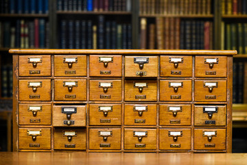 Fototapeta Drawers to search for book records in the library. obraz
