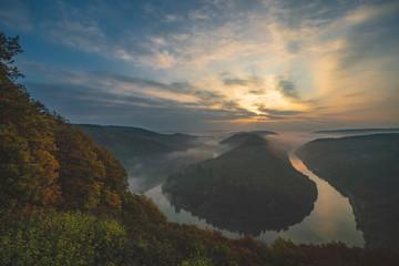 Fototapeten Fluss Saarschleife