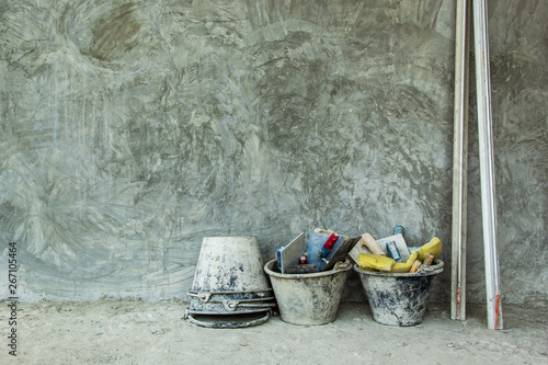 Plastering tools the concrete to build wall have Basket with Gyan
