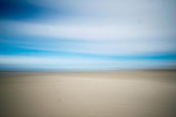 Hintergrund zweiteilig in den Farben  Sand und Meer